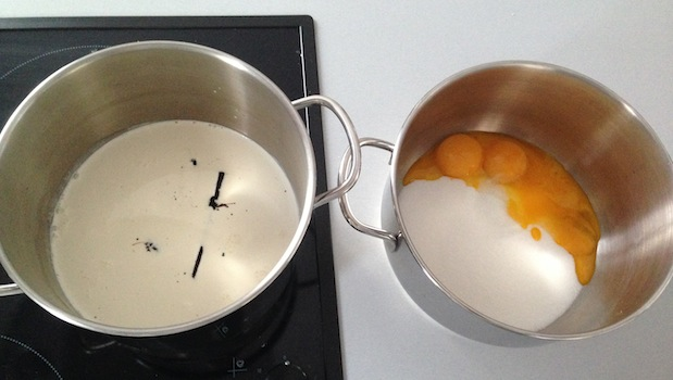 chauffer la crème et blanchir les oeufs