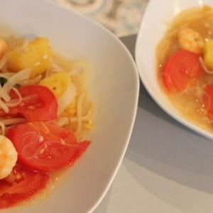 Soupe de crevettes au tamarin et ananas frais