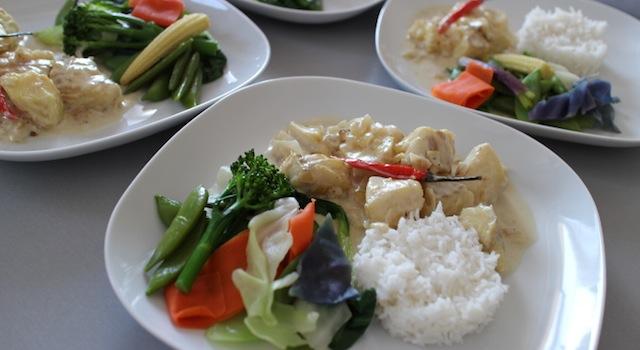 dressage des assiettes - Cabillaud au lait de coco et parfums asiatiques