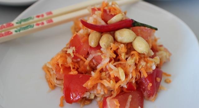 jolie salade fraîche et naturelle - Salade de papaye verte de Koh Samui.JPG
