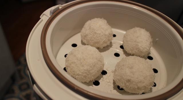 placer les perles de coco dans le cuiseur vapeur - perles de coco au rice cooker