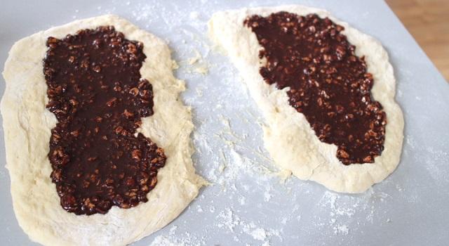 garnir la pâte de chocolat - cozonac cu nucă