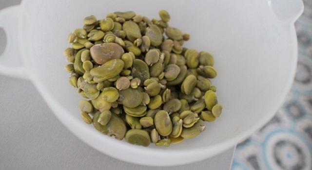 les fèves fraîches décortiquées - Salade de fèves aux citrons confits