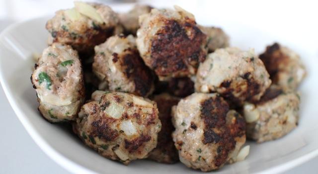 servir les boulettes bien grillées et dorées - Boulettes de boeuf express