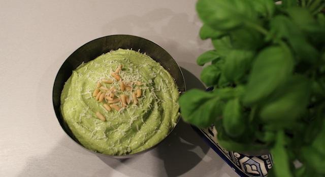 sauce originale et parfumée qui change du guacamole - Sauce pesto légère et healthy