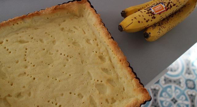 cuire la pâte à blanc - Tarte régressive banane, caramel et cacahuètes