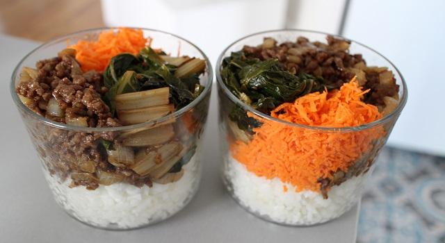 dresser dans des pots pour manger le bibimbap au bureau - Un bibimbap fait maison