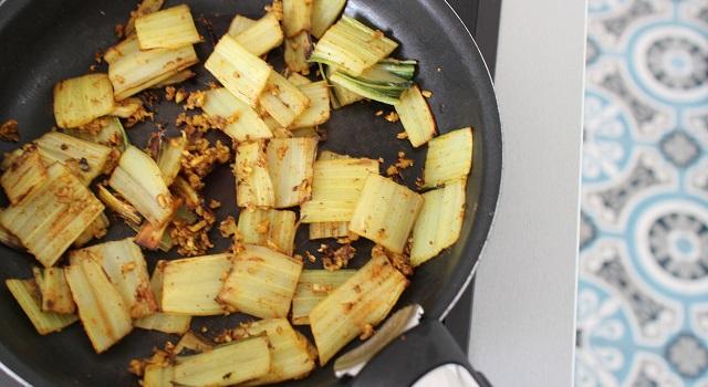 faire cuire les côtes des blettes - Salade de blettes a l'indienne