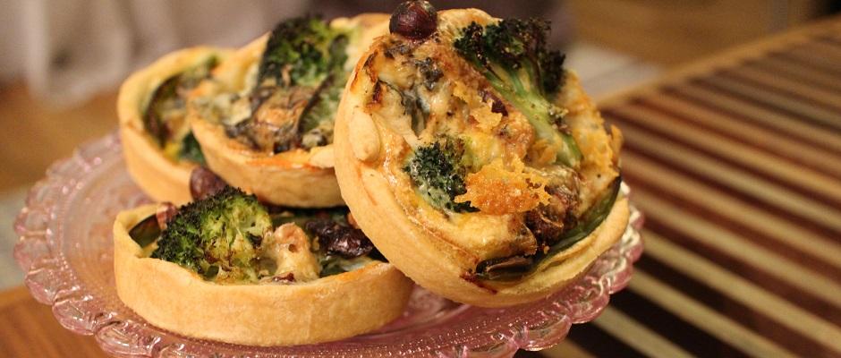 Tartelettes salées réconfortantes - roquefort noisette et pois gourmands