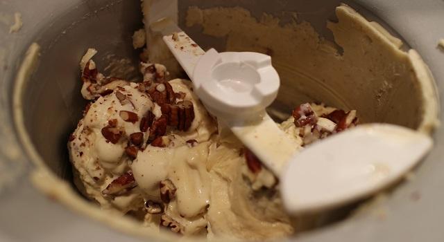 faire turbiner la glace - Glace à la vanille et aux éclats de noix de pecan
