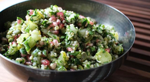 salade fraiche légère originale - Le tabouleh féminin fèves, grenade et coriandre