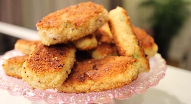 dressez les croquatas et servez-les immédiatement - Croquetas de poisson - petits pois & pommes de terre