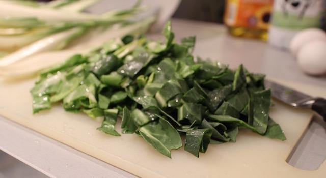 émincer le vert des blettes - Les farçous aveyronnais