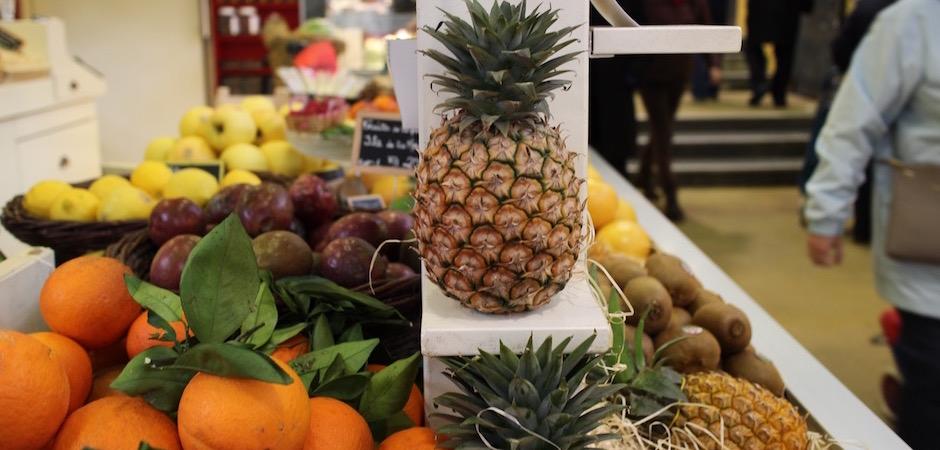 ananas du cameroun - Le marché de Talensac - la visite foodie à Nantes