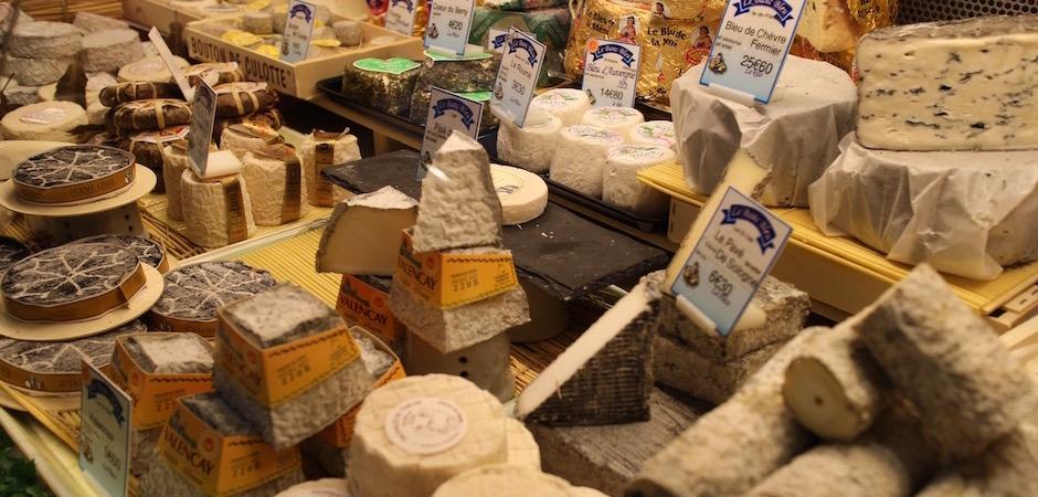chevre valencay banc bleu - Le marché de Talensac - la visite foodie à Nantes