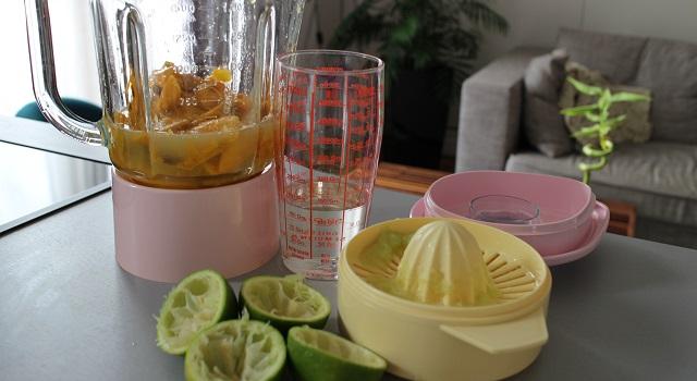 découper la mangue et ajouter le jus de citron - Sorbet mangue maison