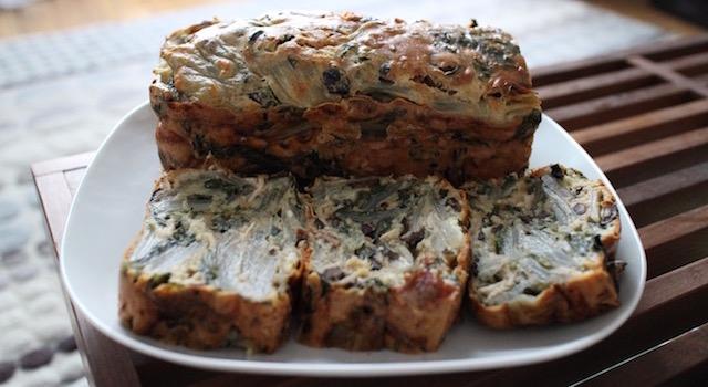 découper le cake refroidit - Cake aux blettes et au fromage de chèvre