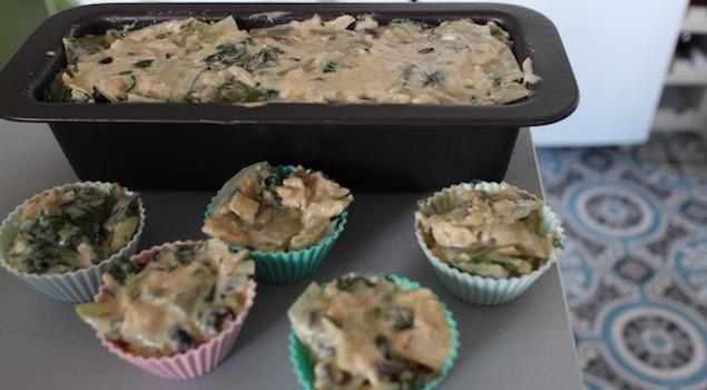 répartir l'appareil dans les moules - Cake aux blettes et au fromage de chèvre