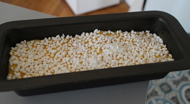 dorer la brioche au jaune d'oeur et la recouvrir de perles de sucre -Brioche maison rapide et facile