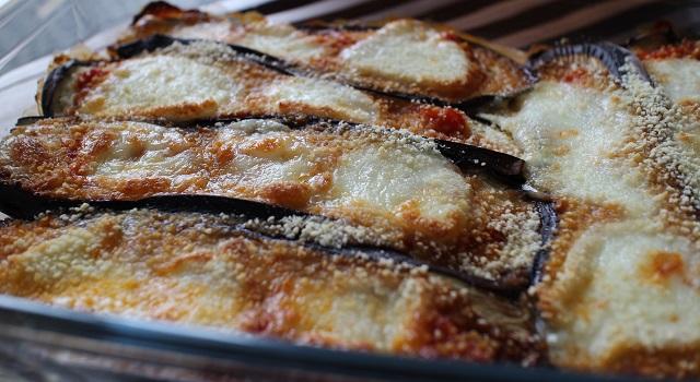 faire gratiner au four - Aubergines gratinées, tomate et mozzarella