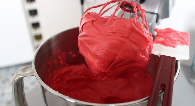 meringue colorée à la fraise - Macarons aux fraises fraîches
