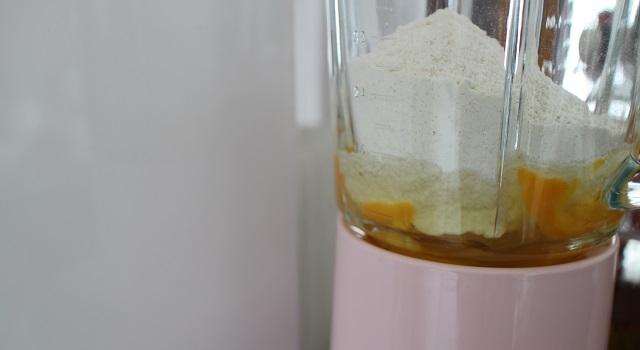 préparation de l'appareil à far - Far 100 breton pommes caramélisées et caramel beurre salé