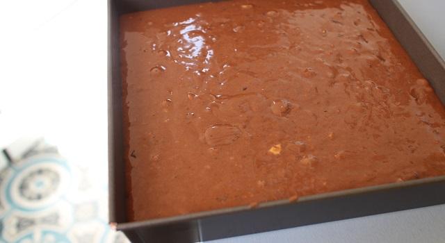 verser le brownie dans un moule carré - Brookie - le gâteau de folie