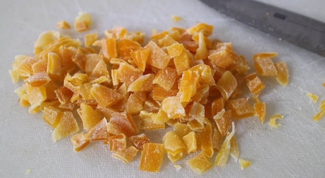 découper les mangues et papaye séchées - Granola énergétique - acidulé