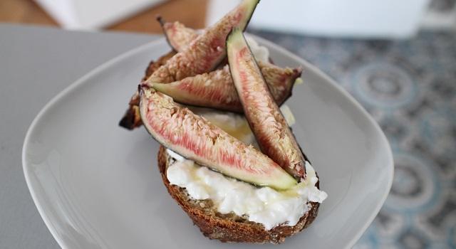 disposer les figues - Tartine de figues et pistaches