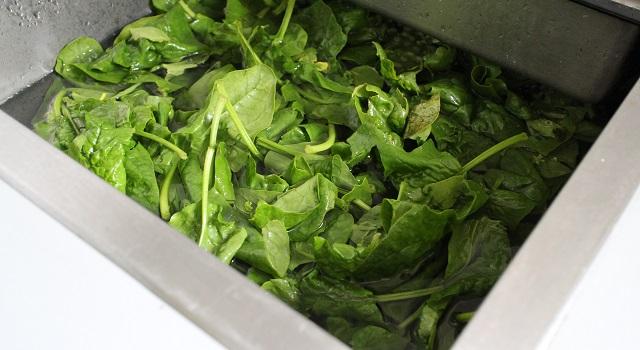 laver les épinards - Jus vert detox