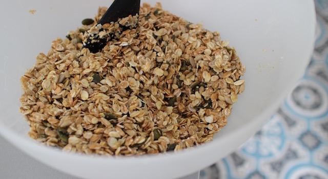 mélanger les graines et l'huile de coco - Granola énergétique - acidulé