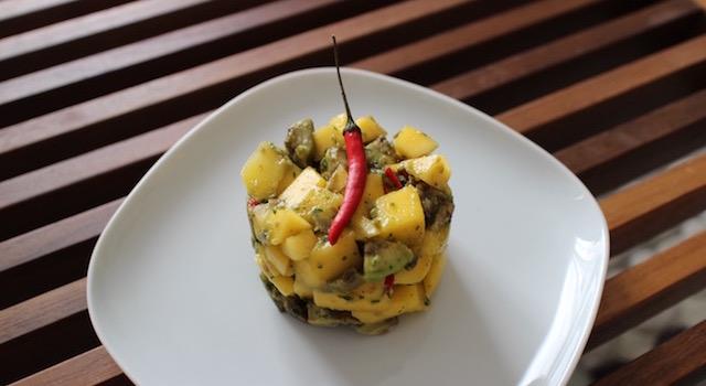 servir la Salade de mangue et avocat en entrée