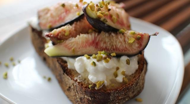 succomber à la Tartine de figues et pistaches