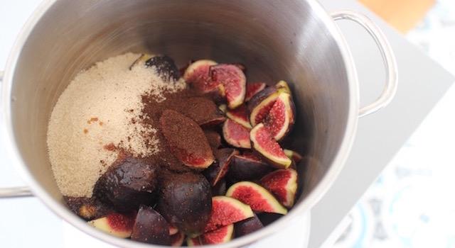 ajouter-la-vanille-et-la-melasse-de-grenade-confiture-de-figues-a-la-vanille