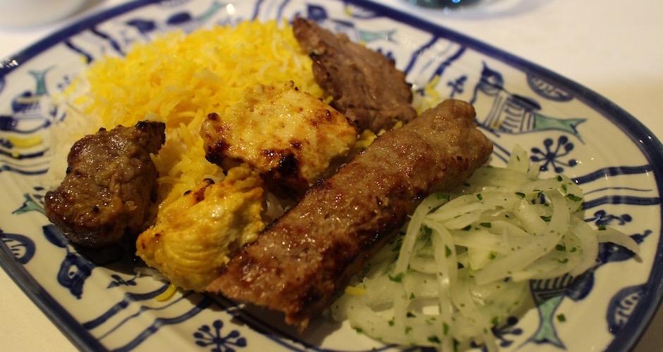 brochettes-et-riz-safrane-restaurant-guylas-cuisine-perse-a-paris