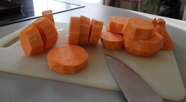 decouper-les-patates-raclette-sans-appareil-raclette-de-patate-douce