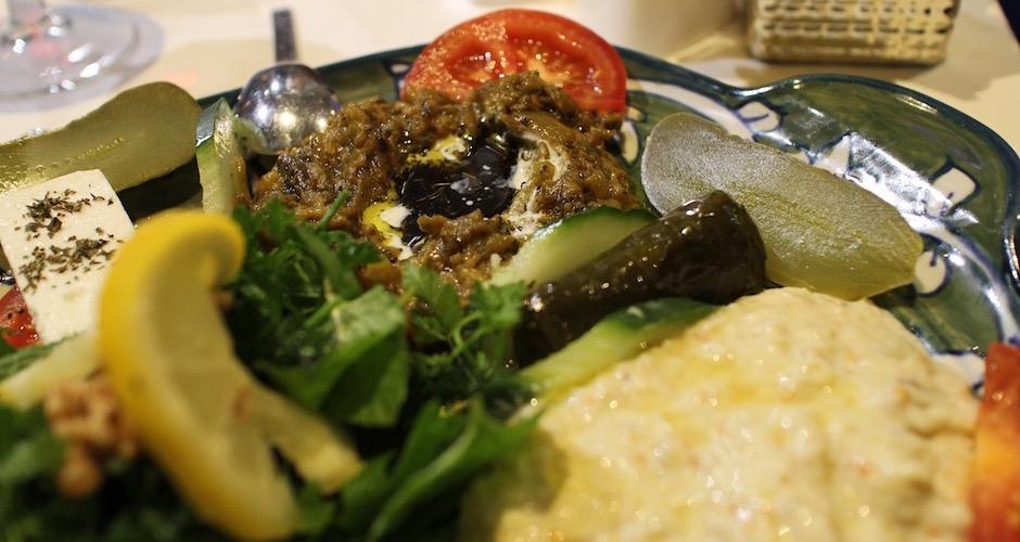salade-daubergines-cuites-restaurant-guylas-cuisine-perse-a-paris