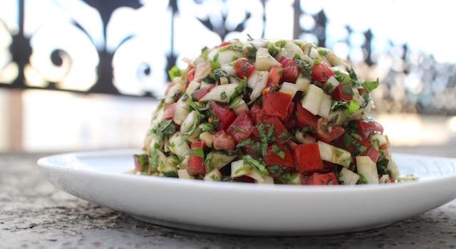 servir-la-salade-de-fenouil-a-la-coriandre