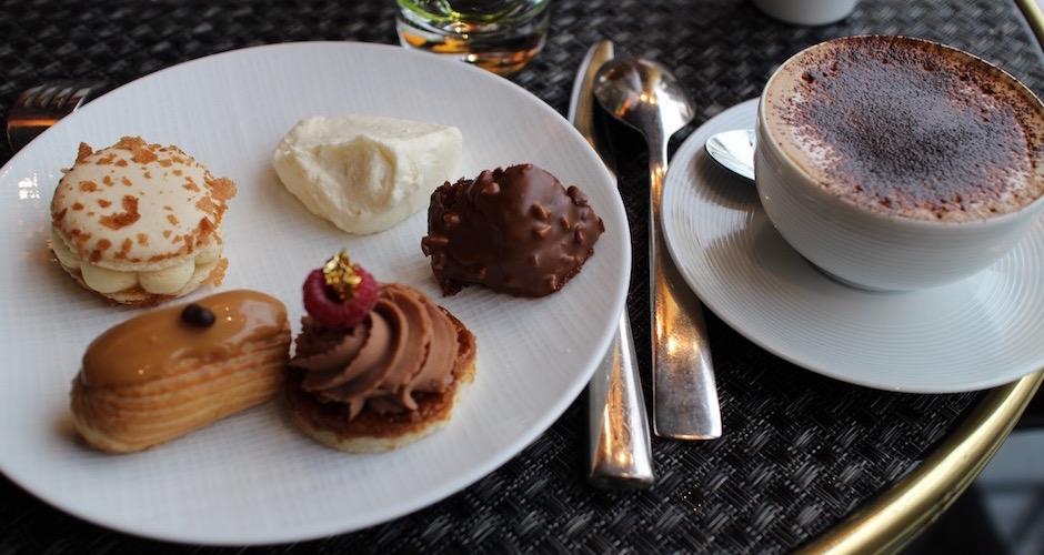 assortiment-de-desserts-brunch-de-princesse-au-fouquets-barriere