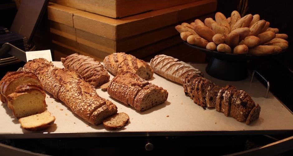 assortiment-de-pains-brunch-de-princesse-au-fouquets-barriere