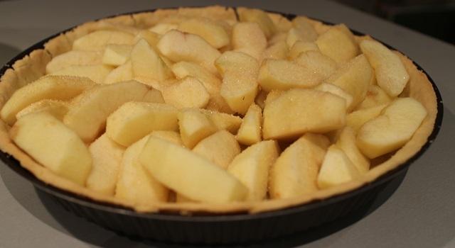 recouvrir-la-pate-de-pommes-tarte-aux-pommes-de-chef