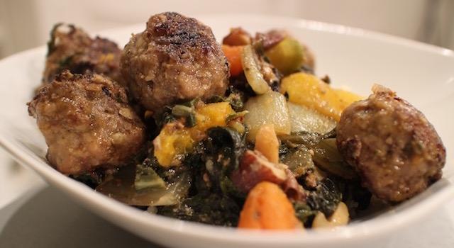 servir-le-plat-bien-chaud-comme-un-couscous-boulettes-aux-amandes