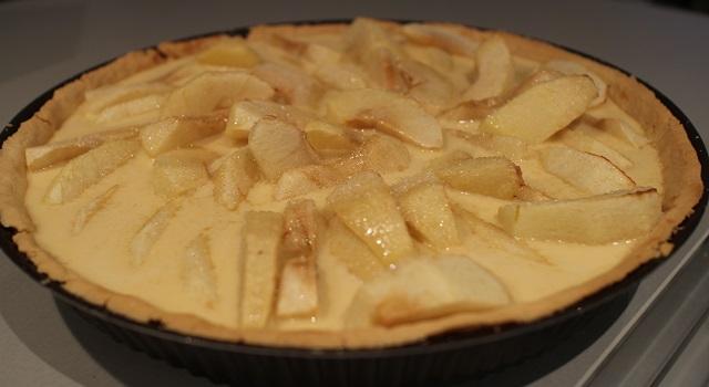 verser-la-migaine-sur-la-tarte-tarte-aux-pommes-de-chef