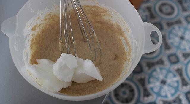 ajouter les blancs à la préparation - pancakes-healthy-proteines