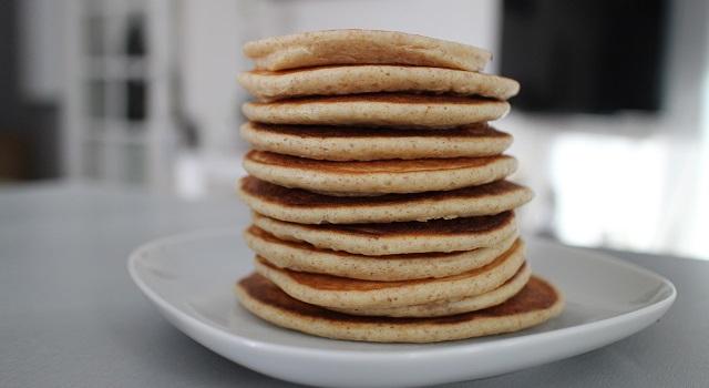 pile de pancakes - pancakes-healthy-proteines