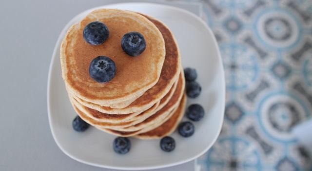 servir les pancakes - pancakes-healthy-proteines