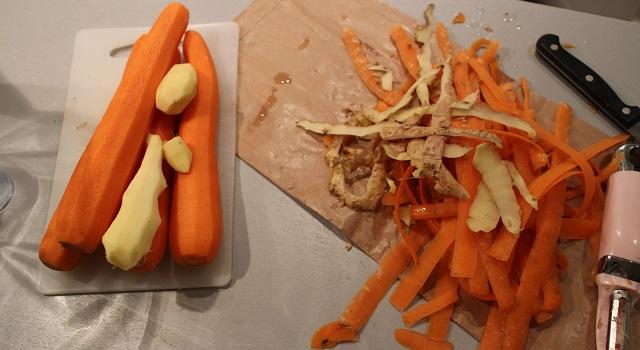 éplucher les légumes - Smoothie carotte orange gingembre
