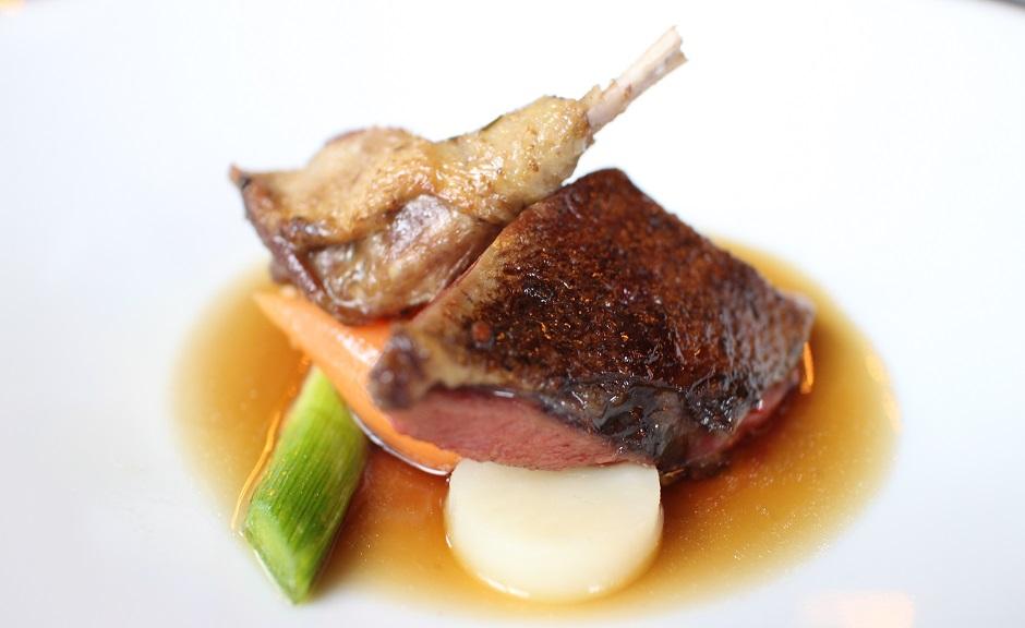 supreme et cuisse de pigeon - Restaurant Saint-James Paris l'étoilé secret
