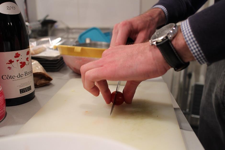découpe des tomates cerises - Soirée Pasta La Vista Baby