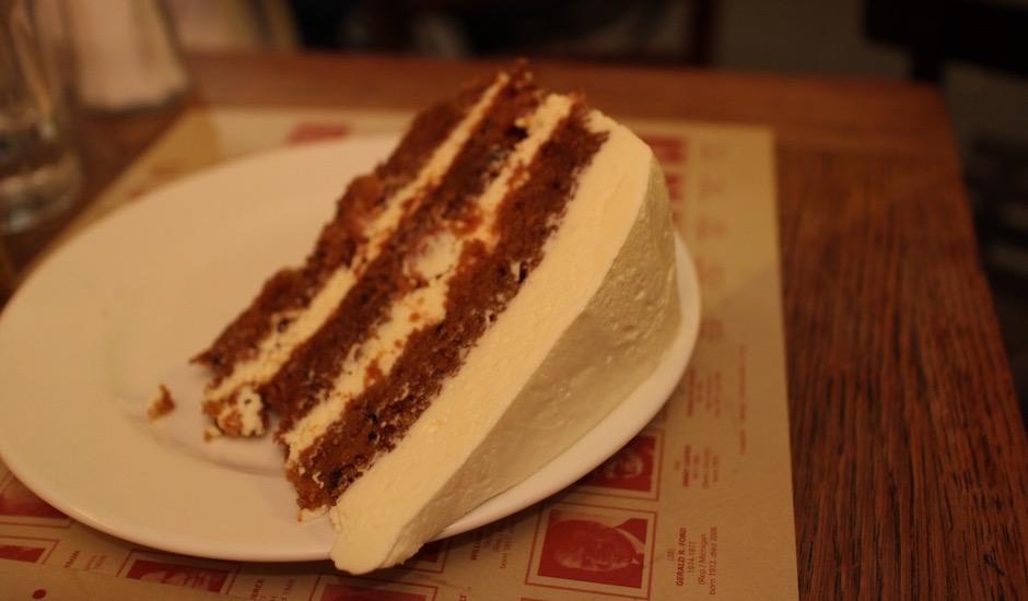 carrot cake - Restaurant Coffee Parisien - une histoire de famille